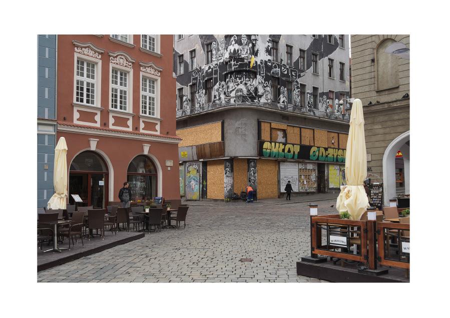 Interstices, Stary Rynek Digital photography, Poznan, April 2016.